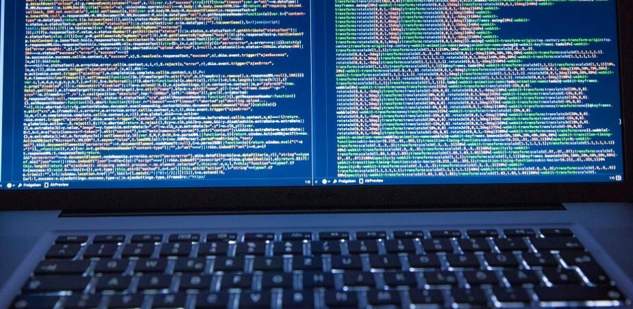 作为一名面向百度编程的博客主,云落是这样写代码的